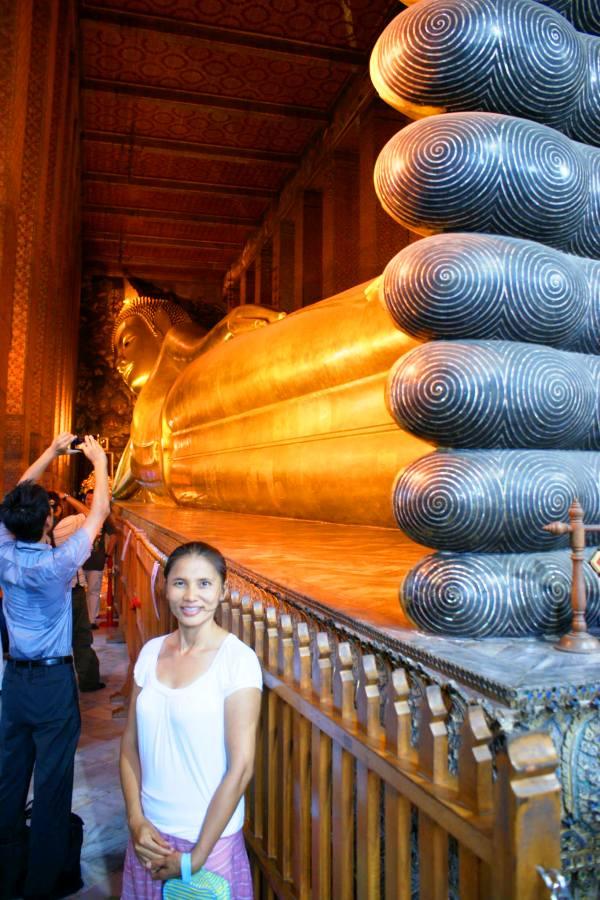Liggende Boeddha in Wat Pho in Bangkok, Thailand.